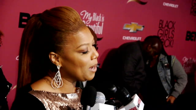 queen latifah on the red carpet discussing her talk show the barney's ny controversy and being honored at the black girls rock event - 2013 stock videos & royalty-free footage