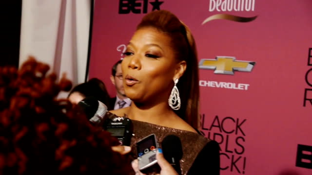 queen latifah on the red carpet discussing her talk show, the barney's ny controversy and being honored at the black girls rock event - talk show stock videos & royalty-free footage