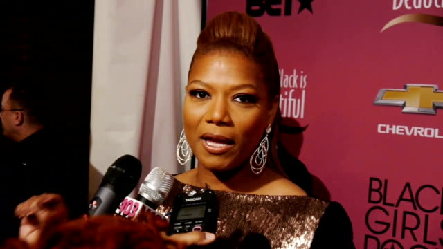 stockvideo's en b-roll-footage met queen latifah on the red carpet discussing her talk show the barney's ny controversy and being honored at the black girls rock event - 2013