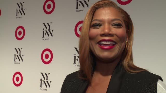 vídeos y material grabado en eventos de stock de interview queen latifah on why she loves target and her favorite karaoke songs at target img nyfw kickoff event at the park at moynihan station on... - queen latifah