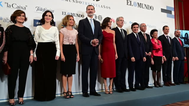 queen letizia of spain and king felipe vi of spain attend 'el mundo' newspaper 30th anniversary at westin palace hotel on october 01 2019 in madrid... - teilnehmen stock-videos und b-roll-filmmaterial