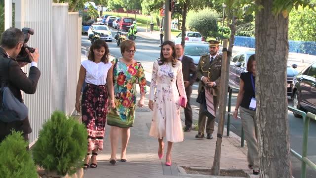 vídeos y material grabado en eventos de stock de queen letizia of spain attends aecc event in madrid - letizia