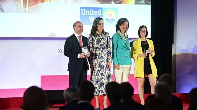 vídeos y material grabado en eventos de stock de queen letizia of spain attends 'proyectos sociales de banco santander' awards on may 20 2019 in madrid spain - letizia