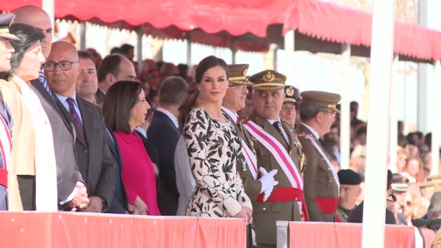 queen letizia of spain delivers the national flag to the parachutists of the 'napoles' infantry calvary she stand admiring the parade - infanterie stock-videos und b-roll-filmmaterial