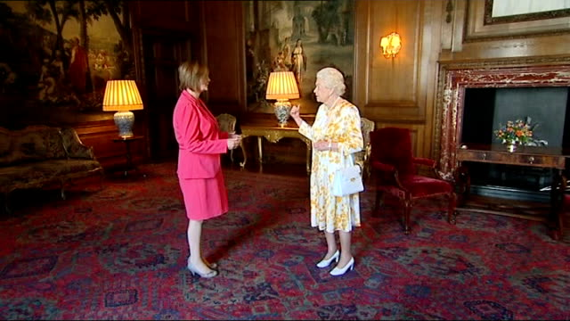 queen meets tricia marwick and alex salmond scotland edinburgh palace of holyroodhouse photography** tricia marwick msp along to shake hands with... - handbag stock videos & royalty-free footage