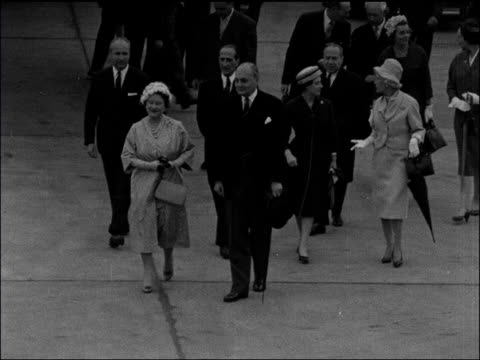 queen mother and princess margaret visit france paris ext queen mother and princess margaret disembarking plane and down steps press and media... - 1959 stock-videos und b-roll-filmmaterial