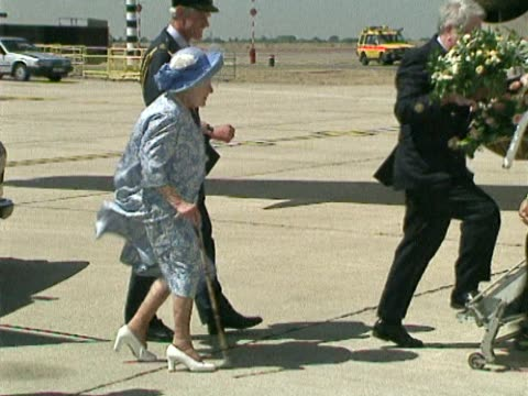 queen mother boards private aircraft at heathrow ready for summer holiday at balmoral. footman load up dogs and other luggage as she talks to airport... - königin stock-videos und b-roll-filmmaterial