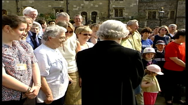 queen and prince philip walkabout at windsor castle england berkshire windsor ms queen walks over to talk to people gathered with flowers followed by... - queen dowager bildbanksvideor och videomaterial från bakom kulisserna