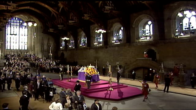 stockvideo's en b-roll-footage met royal family attends westminster hall vigil; england: london: westminster hall: fade to queen mother's four grandsons standing guard at vigil as... - adn