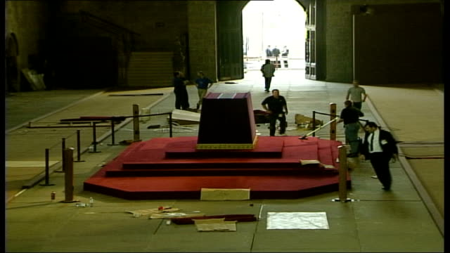 westminster hall preparations for lying in state; england: london: westminster palace: westminster hall: int empty westminster hall during... - 正装安置点の映像素材/bロール