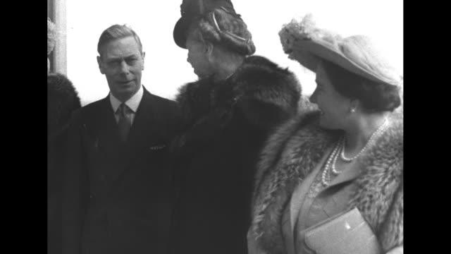 RL Queen Mother Elizabeth Eleanor Roosevelt King George V Queen Mary Princes Margaret Prince Philip / King Eleanor Elizabeth / VS group / George...