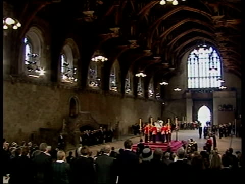 queen mother funeral row continues; lib westminster hall: gv queen mother lying-in-state prime minister tony blair mp along with conservative party... - 正装安置点の映像素材/bロール