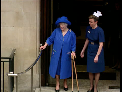 queen mother leaves hospital pool queen mother waving from top of steps with nurse beside - nurse waving stock videos & royalty-free footage