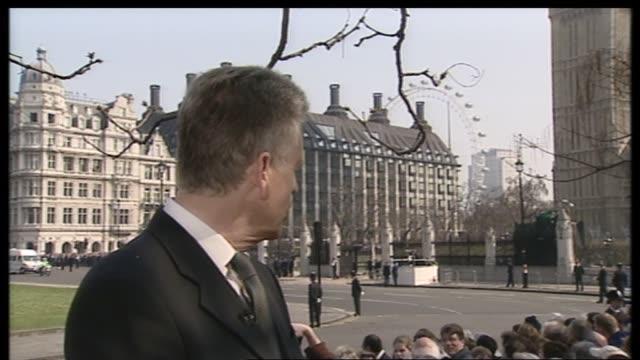1100 1200 england london jonathan dimbleby in studio parliament square nicholas owen livespot parliament and millennium wheel pull owen livespot... - メアリー ナイチンゲール点の映像素材/bロール