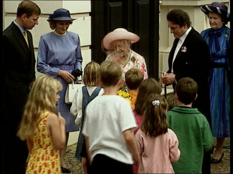 stockvideo's en b-roll-footage met queen mother's 97th birthday nat london clarence house queen mother stands at the gate waving to crowds duke of york standing next queen mother queen... - prinses margaret windsor gravin van snowdon