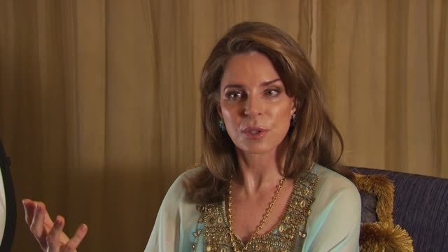 queen noor al hussein on the ghandi quote 'be the change you want to see in the world', on other people that have made changes in the world which... - 皇族・王族点の映像素材/bロール