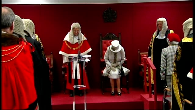 queen opens new building in royal courts of justice courtroom / queen meeting royal courts of justice workers / queen greeting judges / queen... - kenneth clarke stock-videos und b-roll-filmmaterial