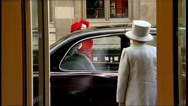 queen opens new building in royal courts of justice; england: london: ext ceremonial guards waiting / ken clarke mp with unidentified judge / queen's... - judge entertainment stock videos & royalty-free footage
