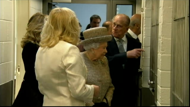 queen opens new kennels at battersea dogs and cats home england london battersea dogs and cats home photography** queen elizabeth ii and prince... - paul o'grady stock-videos und b-roll-filmmaterial