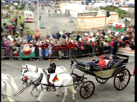 vídeos y material grabado en eventos de stock de tim rogers wales cardiff queen elizabeth ii in open topped horse drawn carriage with the duke of edinburgh prince philip prince charles waving to... - gales