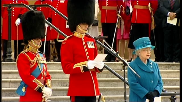 vídeos de stock, filmes e b-roll de queen presenting regimental colours to grenadier guards officer sot i thank your majesty for presenting these colours / we are a close family it... - 2010