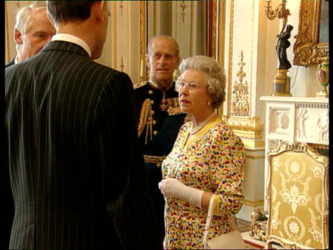 queen recommends divorce for prince and princess of wales england london buckingham palace may 95 ms queen elizabeth ii and duke of edinburgh... - buckingham palace stock videos & royalty-free footage