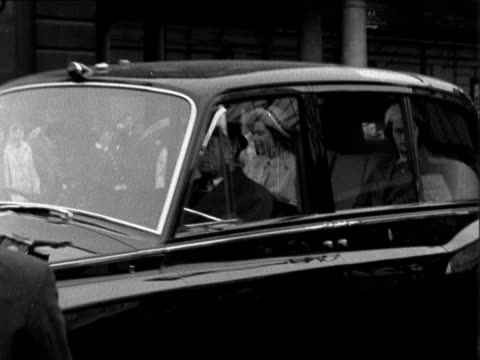 england london queen elizabeth ii in car past right to left princess margaret also seen neg 16mm itn 14 secs tx 11962/9pm - 1962 stock videos and b-roll footage