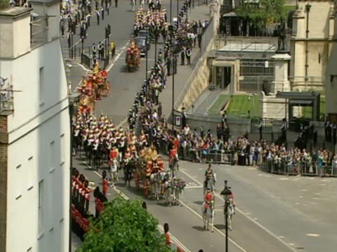 queen rides through westminster during procession ahead of the opening of parliament - フットマン点の映像素材/bロール