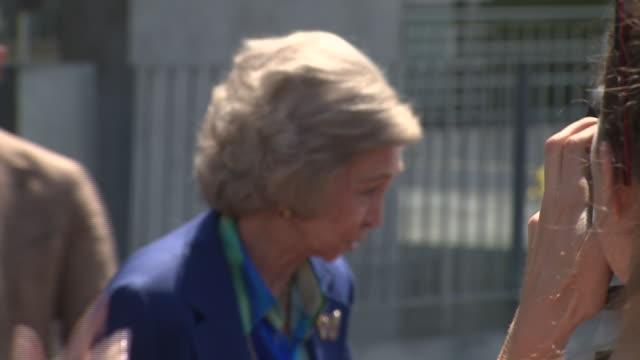 vídeos y material grabado en eventos de stock de queen sofia of spain leaves the quirón clinic - rey persona de la realeza