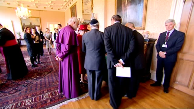 vidéos et rushes de queen speaks of role of church of england in speech at lambeth palace; lambeth palace: queen standing next to williams and chatting to religious... - lambeth