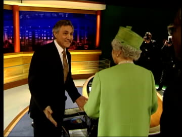 queen spends day with broadcasters; itn england: london: gir: int queen elizabeth ii shaking hands with itn newscasters sir trevor macdonald, mary... - mary nightingale stock videos & royalty-free footage