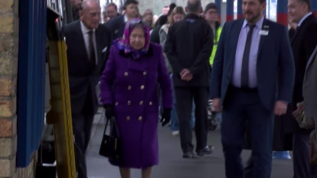 vídeos de stock, filmes e b-roll de queen travels to sandringham by train england norfolk king's lynn railway station ext queen elizabeth ii and prince philip duke of edinburgh out of... - 2017