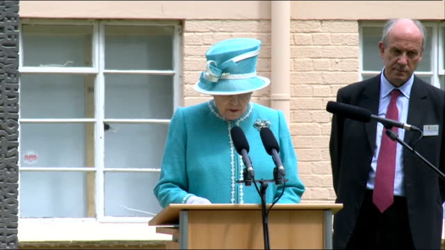 queen unveils memorial to bletchley park codebreakers memorial unveiling and speeches queen elizabeth speech sot in aug 1939 200 people arrived at... - thank you englischer satz stock-videos und b-roll-filmmaterial