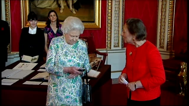 queen victoria's diary available on the internet england london buckingham palace int queen elizabeth presses remote control device to display queen... - remote location bildbanksvideor och videomaterial från bakom kulisserna