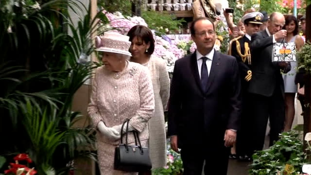 Queen visits Paris market on trip to commemorate DDay FRANCE Paris EXT ***SOME Queen Elizabeth II along through flower market with Francois Hollande...