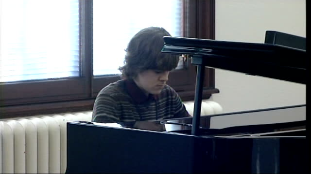 vídeos de stock, filmes e b-roll de queen visits royal academy of music queen and price greeting 15 year old pianist benjamin grosvenor and his tutor professor christopher elton /... - royal academy of arts