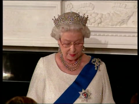 queen white house visit: photocall and speeches at banquet; queen elizabeth ii speech sot - administrations in your country and governments in mine... - festmahl stock-videos und b-roll-filmmaterial