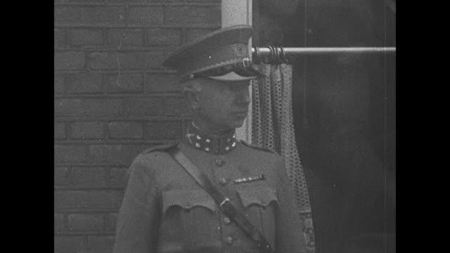 stockvideo's en b-roll-footage met queen wilhelmina walks with military officers including general isaak reijnders somewhere in the netherlands / cu general reijnders / [repeat shots]... - reportage afbeelding