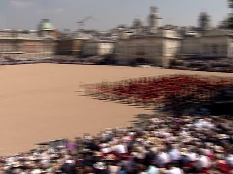 vídeos y material grabado en eventos de stock de queen's 80th birthday celebrations trooping the colour march on / queen's arrival / massed bands troop england london horse guards parade ext high... - cavalry
