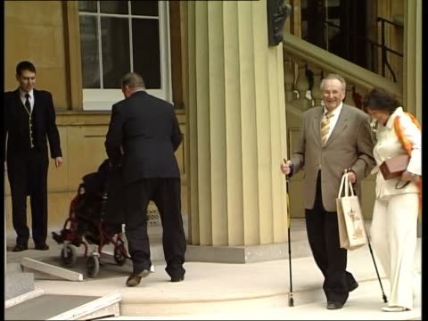 queen's 80th birthday party for 99 fellow octogenarians england london buckingham palace ext two welldressed 80yearold women helped from car and... - フットマン点の映像素材/bロール
