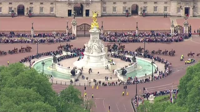queen's 90th birthday air views of motorcade from buckingham palace to st paul's cathedral air views / aerials buckingham palace as mounted column... - 90th birthday stock videos and b-roll footage
