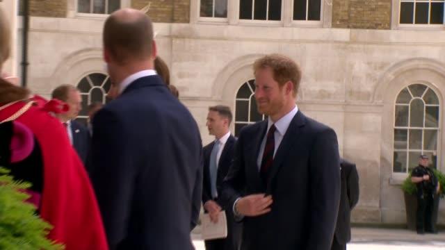 vídeos de stock, filmes e b-roll de queen's 90th birthday duke and duchess of cambridge attend guildhall reception bbc london guildhall ext prince william duke of cambridge catherine... - bbc