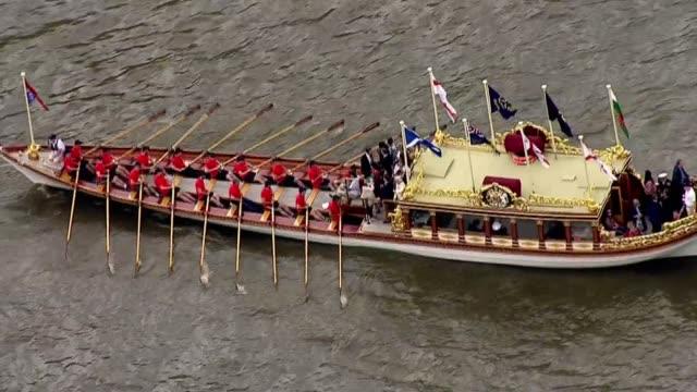 queen's 90th birthday: flotilla of boats along the thames; air views royal flotilla along and gvs oarsmen / various of flotilla beneath raised bridge... - 90th birthday stock videos & royalty-free footage