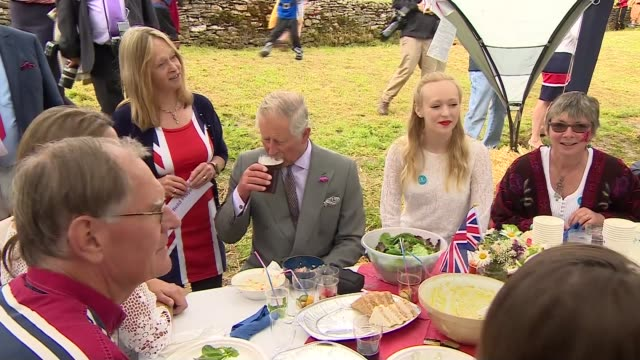 vidéos et rushes de queen's 90th birthday prince charles and camilla attend patron's lunch prince charles the prince of wales joining in rendition of land of my fathers... - 90e anniversaire anniversaire