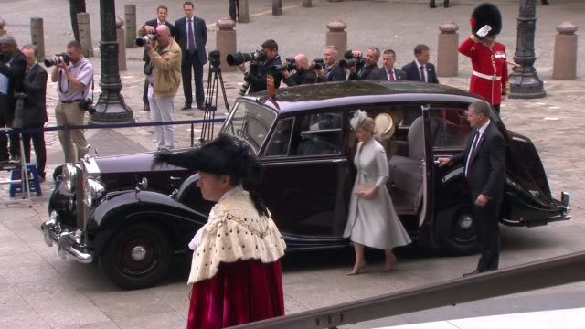 vidéos et rushes de queen's 90th birthday service of national thanksgiving arrivals at st paul's cathedral prince andrew / prince edward and sophie countess of wessex /... - service religieux