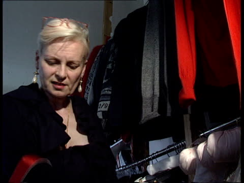 queen's birthday honours itn london vivienne westwood looking at clothes - westwood stock-videos und b-roll-filmmaterial