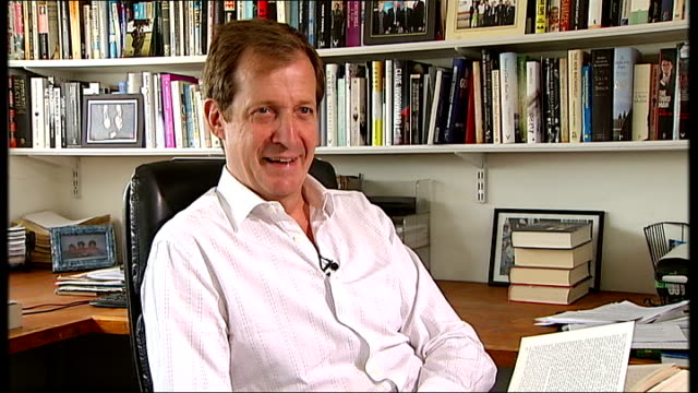 vídeos y material grabado en eventos de stock de queen's birthday honours list recipients announced england london int alastair campbell ijnterview sot reacts to news of the obe awarded to writer... - armando iannucci