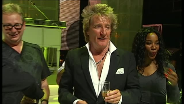 queen's birthday honours recipients announced 1952013 / t19051332 int rod stewart celebrating his new album going to top of the uk album charts... - ラゲ オマール点の映像素材/bロール