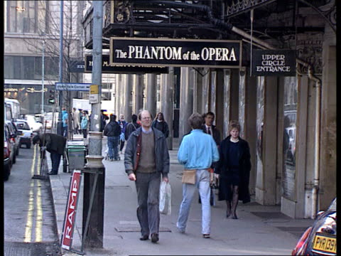 queen's birthday honours tx london signs outside theatre for phantom of the opera show - das phantom der oper stock-videos und b-roll-filmmaterial