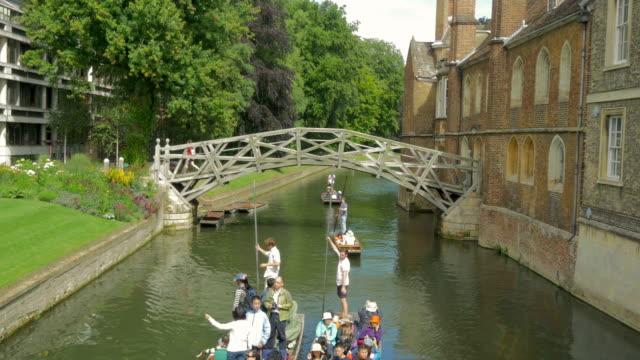 queens bridge, mathematical bridge,cambridge,punt - oxford oxfordshire stock-videos und b-roll-filmmaterial